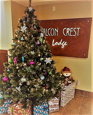 Falcon Crest Lodge by CLIQUE: Christmas at Falcon Crest Lodge
