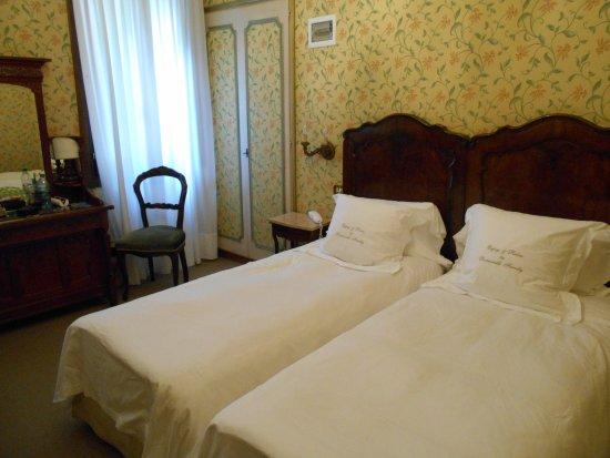 Hotel Flora Photo