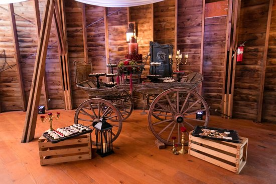 Red Wing, MN: Swedish antique wagon in round barn
