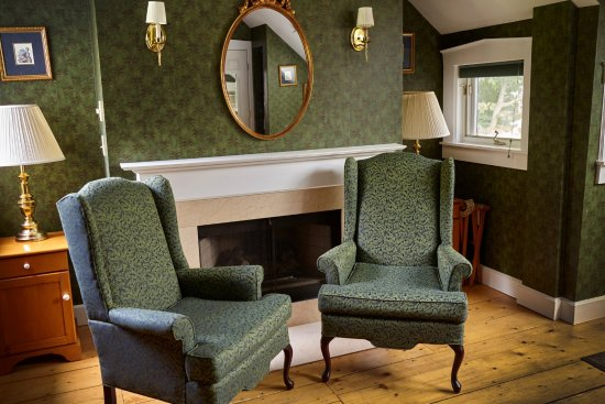 Ludlow, VT: Deluxe King rooms all include fireplaces