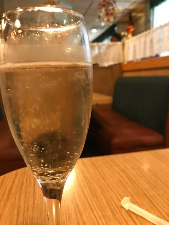 Hill Street Cafe & Catering: It's so fun to have a little champagne with your brunch.