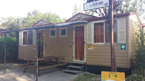 Camping Village Roma: these are the other trailer/bungalows. 2 per trailers (superior 1 per trailer)