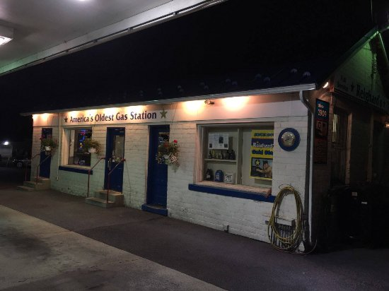 Altoona, PA: Reighard's Gas Station - one of the oldest Gas Stations in America