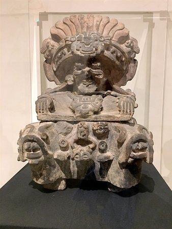 Museo de las Culturas de Oaxaca: Many small well-preserved statues