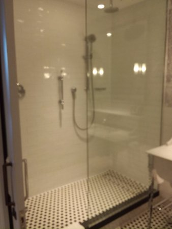 London Marriott Hotel County Hall Gl Shower With Multiple Heads Including A Waterfall