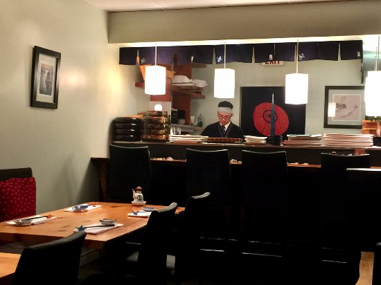 King City, Kanada: Sushi Bar & Interior