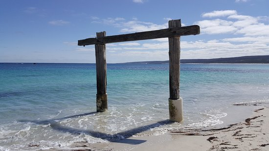 Hamelin Bay, ออสเตรเลีย: Part remains of jetty