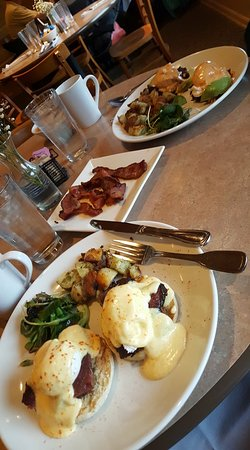 Elkhorn, วิสคอนซิน: Eggs Benedict