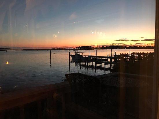 Etta's Channel Side Restaurant : Sunset from our corner table at Etta's