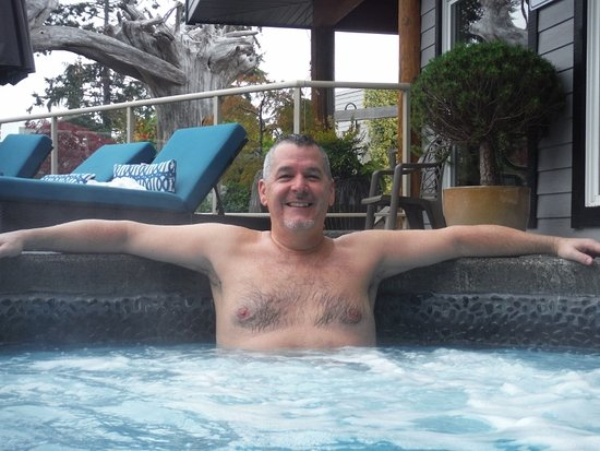 Courtenay, Canadá: Author in the Kingfisher SPA hottub