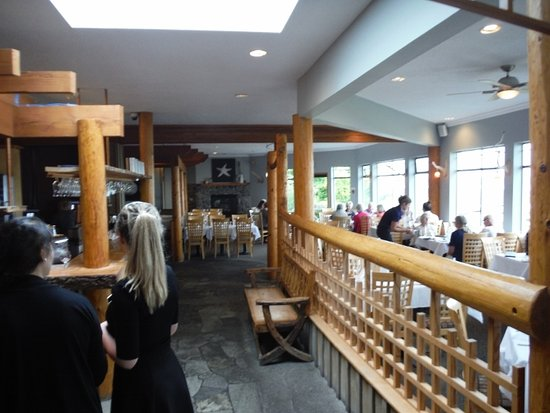 Kingfisher Oceanside Resort and Spa: Restaurant interior view