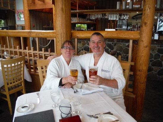 Kingfisher Oceanside Resort and Spa: Author and wife enjoying lunch after SPA event!