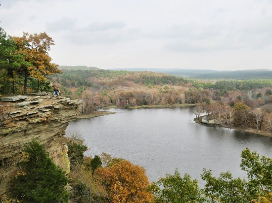 Robbers Cave State Park: Beautiful views and worth the hike to make it to the bluffs!