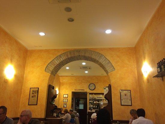 Da Vito e Dina: Interior of Restaurant