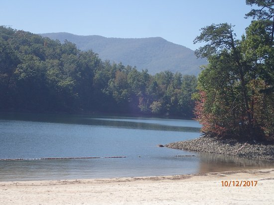 Hayesville, Carolina del Nord: view from the beach to the right