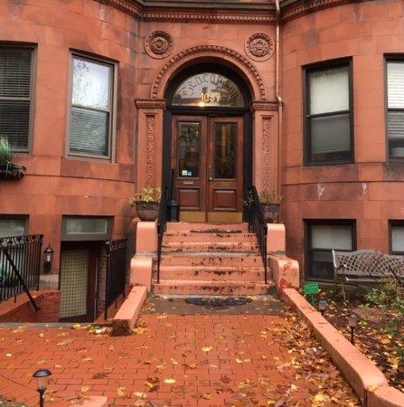 Beacon Inn: Front entry