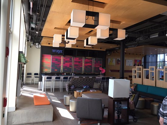 Aloft Bolingbrook: Lobby Bar