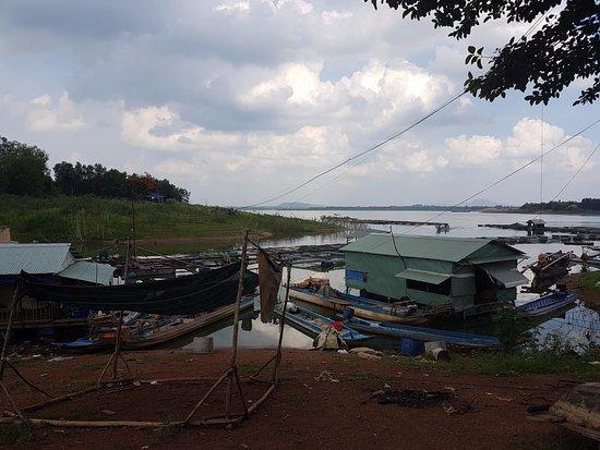 Dong Nai Province, Vietnam: Ma Da raft fishing village