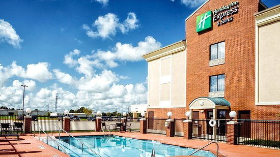 Outdoor swimming pool picture of holiday inn express - Holiday inn hotels with swimming pool ...
