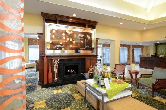 Hilton Garden Inn Raleigh Triangle Town Center: Lobby