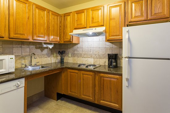 Staybridge Suites Tallahassee I-10 East: One Bedroom Suite Kitchen (accessible)