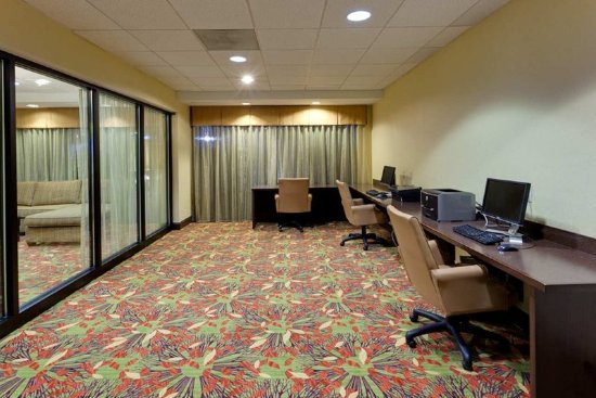 Hampton Inn & Suites Alexandria Old Town Area South: Business Center