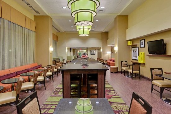 Hampton Inn & Suites Alexandria Old Town Area South: Breakfast Area