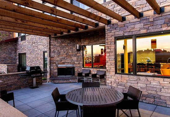 Lancaster, CA: Outdoor Patio