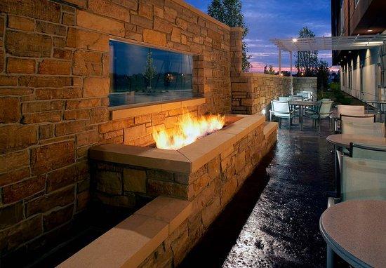 วอคีกัน, อิลลินอยส์: Fireside Patio
