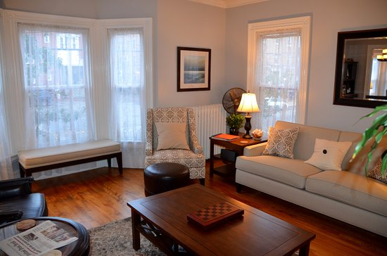 The Chadwick Bed & Breakfast: Sitting room