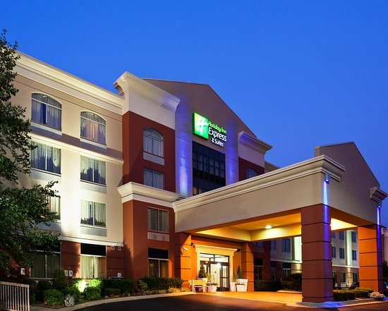 Holiday Inn Express Murfreesboro Central: Exterior view of the Holiday Inn Express Murfreesboro, TN