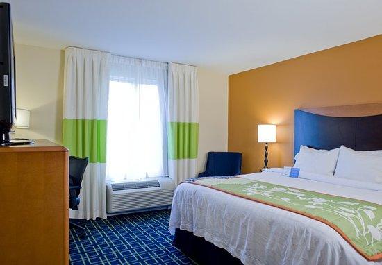 Fairfield Inn & Suites Columbus: King Guest Room