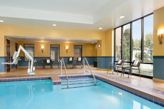 Hampton Inn Reading/Wyomissing: Indoor Pool Angle
