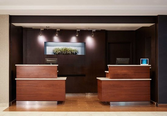 Clackamas, OR: Front Desk