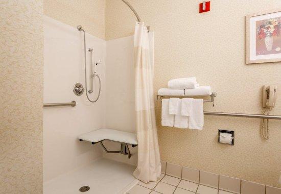 อินดิเพนเดนซ์, มิสซูรี่: Accessible Guest Bathroom - Roll-in Shower