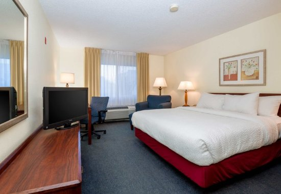 Independence, MO: King Guest Room