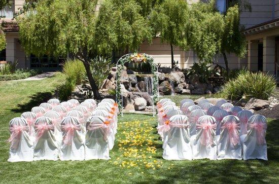 Milpitas, Καλιφόρνια: Waterfall Garden Wedding
