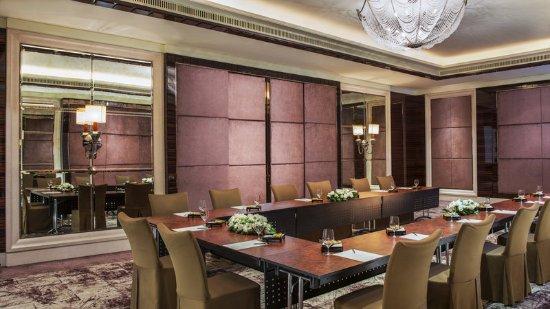 The St. Regis Singapore : Diplomat Room – U-Shape Setup