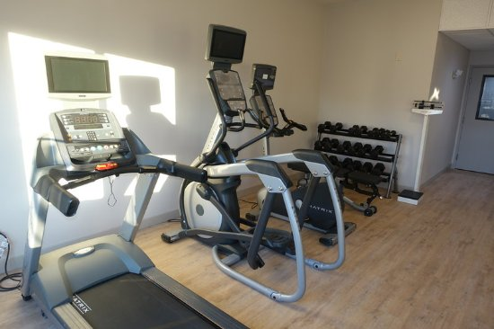 ‪‪Brentwood‬, كاليفورنيا: Fitness Center with Treadmill, Elliptical, Bicycle, Weights‬