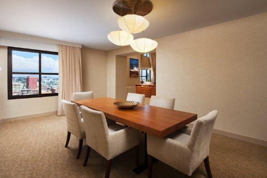 The Westin San Diego Gaslamp Quarter: Executive Bi-Level Suite Dining Room