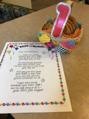 Hampton Inn Austin/Airport Area South : Birthday Note & Cookie Basket