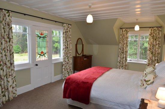 Takapau, Neuseeland: King size room with balcony, countryside views
