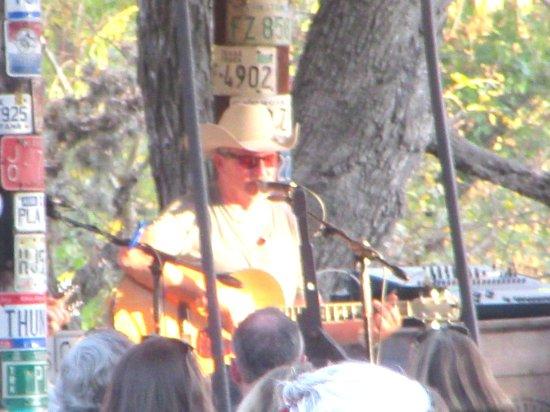 Singer, Luckenbach, Texas