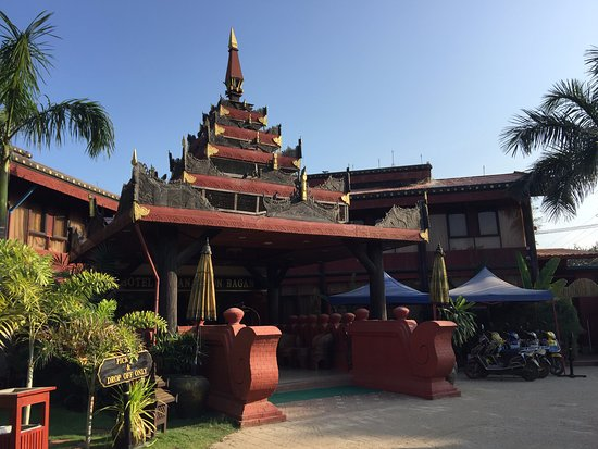 Front entrance of the hotel - Picture of Hotel Yadanarbon