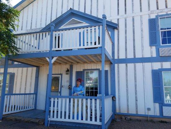 تومب ستون بورديللو بد آند بريكفاست: Front Porch of the Bordello