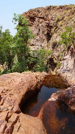 Kununurra, Austrália: A short climb to the top of the falls lets you wallow in pools