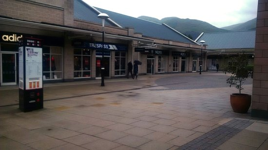 Tillicoultry, UK: Sterling Mills Outlet Shopping Village T