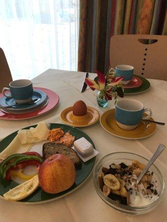 Kolpinghaus Wien-Zentral: Огромный номер и отличный базовый завтрак
