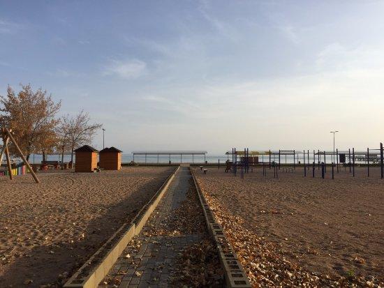 Balykchy, جمهورية قرغيزستان: Beach area