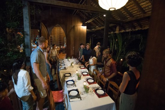 Mahope   Luxury Home Dining: Guests Sitting